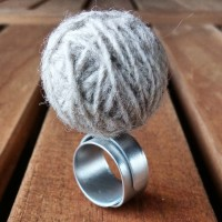 Aluminium Ring with Little Yarn Ball Ice