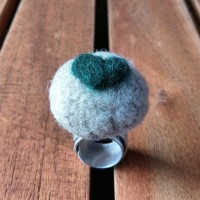 Aluminium Ring with Felt Pearl Ice and Green Heart