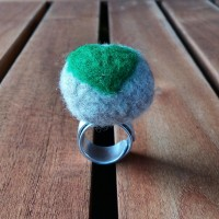 Aluminium Ring with Felt Pearl Ice and Light Green Heart